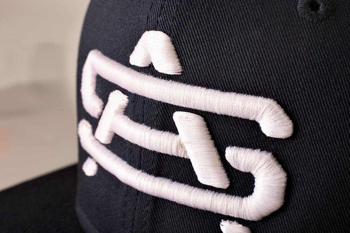 3D вышивка на бейсболках